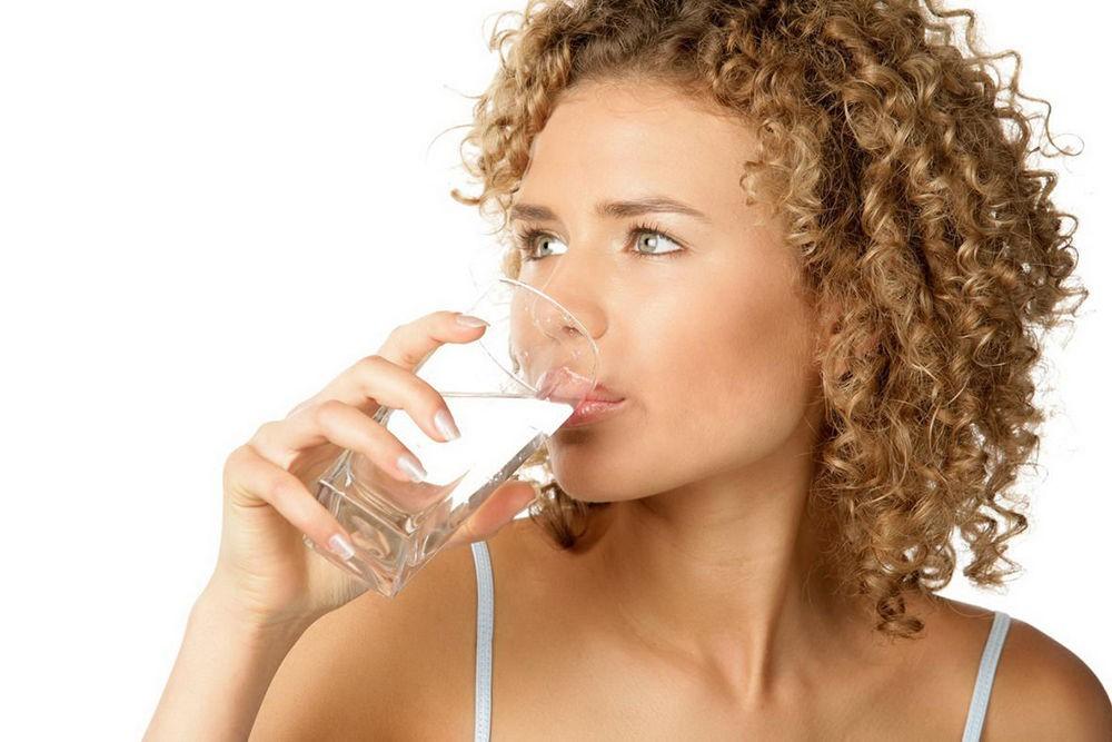 Запивать стаканом воды