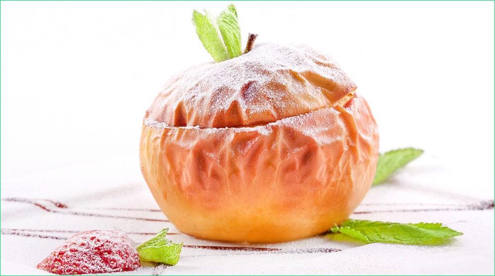 Печёное яблоко с творогом