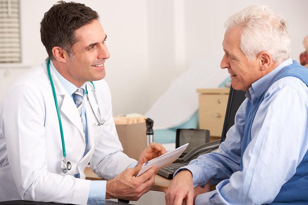 Контролирует лечение врач