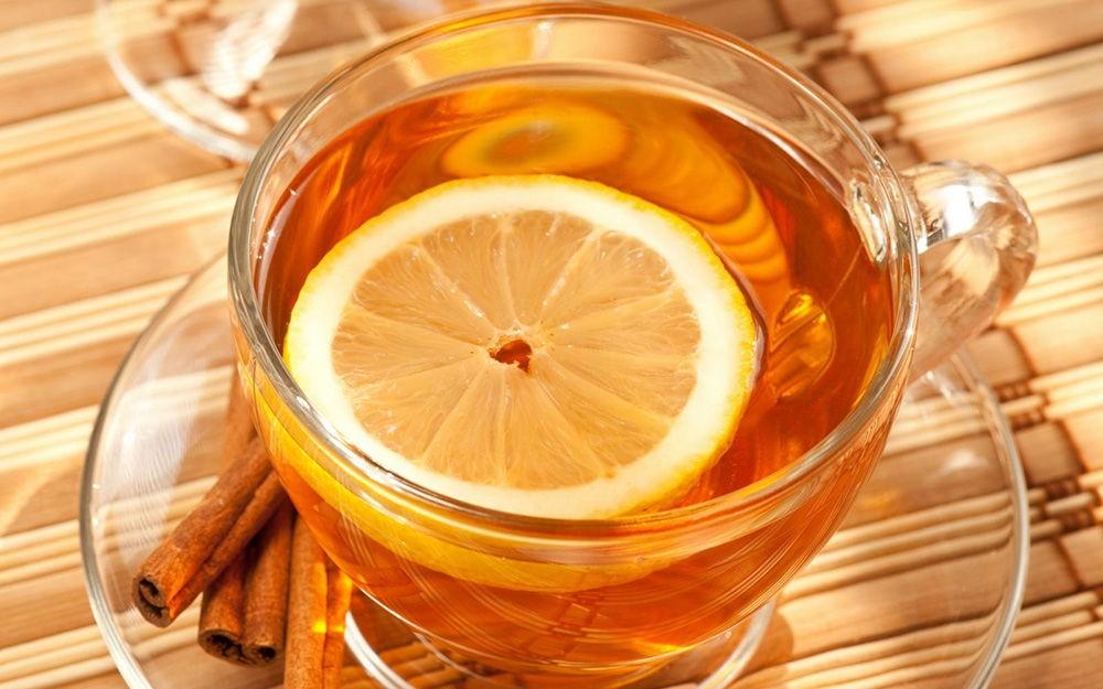 Сладкий чай с лимоном