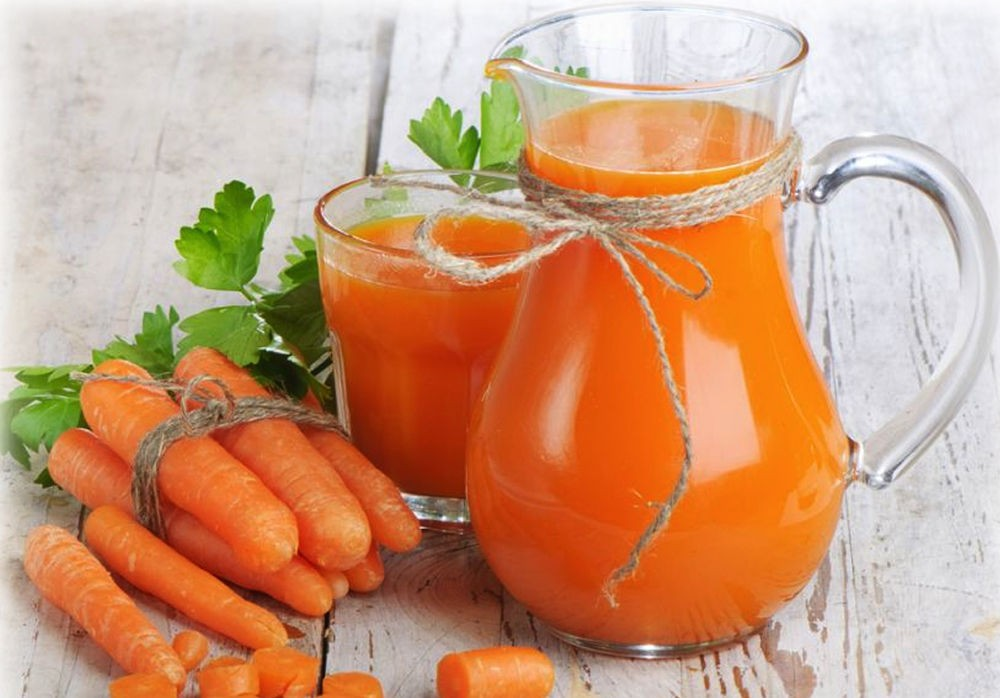 Стакан сока из моркови
