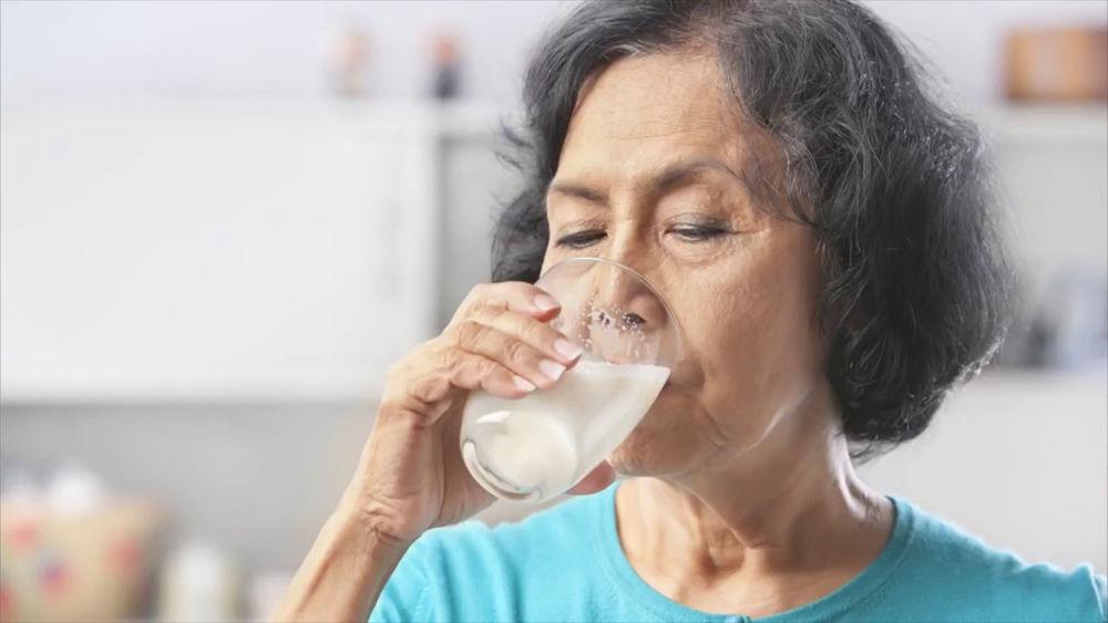 При аллергии молоко нельзя